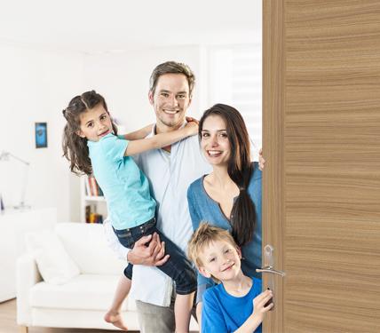 Семья за межкомнатной дверью